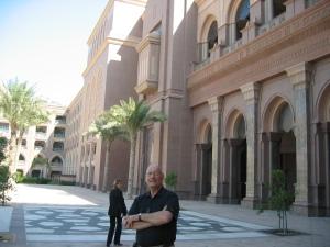 Mon homme en admiration devant ce palace. Est-il inquiet pour la facture ? :-)