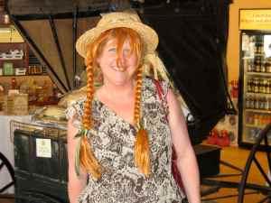 Avec le chapeau et les tresses D'Anne, la maison aux pignons verts :-)