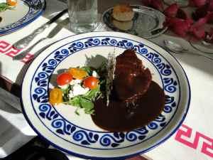 DSC06550- Poulet au Mole dans assiette Talavera