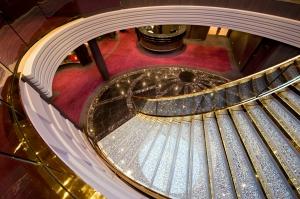 @lisegiguere- escalier dont les marches sont en cristal Swarovski