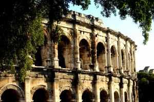 Le Colisée de Nîmes où se déroulent toujours des combats de taureaux