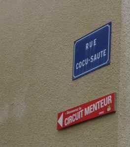 @lisegiguere - En suivant le Circuit des menteurs, on découvre de nombreux points d'intérêt, dont la rue Cocu-Saute et son Monument au Cocu inconnu