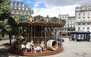 @lisegiguere - Un carousel dans le Vieux Bordeaux