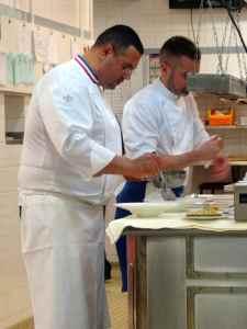 @Lisegiguere - Le chef Jean-Luc Rocha dans sa cuisine