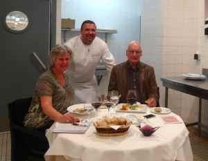 @lisegiguere - Une table dans la cuisine est un privilège rare et permet un contact privilégié avec le chef et sa brigade.