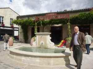 @lisegiguere - La fontaine de Bages, un petit village entièrement restauré par le propriétaire du Château Cordeillan-Bages