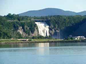 @lisegiguere - La croisière sur le Saint-Laurent permet d'apercevoir les magnifiques Chutes Montmorency, plus haute que les chutes du Niagara.