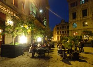 @lisegiguere - Terrasse de la Place Saint-François d'Assise (Plaza de San Francisco de Asis) de soir