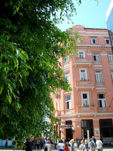 @lisegiguere- L'hôtel Ambos Mundos où ont logé Ernest Hemingway, mais aussi Françoise Sagan.