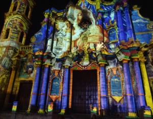 @lisegiguere - Spectaculaires projections sur la façade baroque de la Catedral de San Cristobal, sans doute l'une des plus belles de l'Amérique latine.