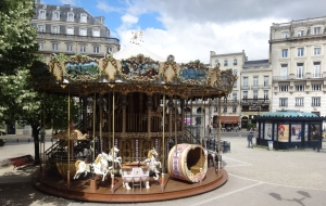 Crédit : Lise Giguère Le carrousel au cœur du Bordeaux historique