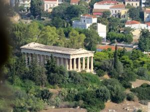 IMG_0401- Le templeD'epharistos, le dieu du feu. Ce serait  le mieux préservé de l'acropole.