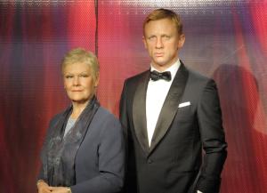 Statues de cire de Judi Dench et Daniel Craig chez Madame Tussauds