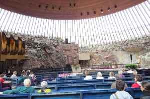 L'intérieur de l'église Rock Church au centre du rocher