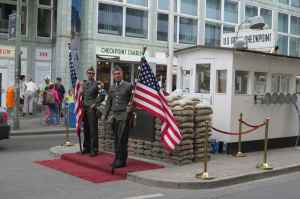 @lisegiguere - Checkpoint Charlie