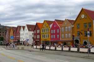 @lisegiguere - Anciennes maisons de commeçants près du port. Ce sont aujourd'hui des boutiques et des restaurants.
