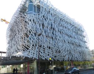 @lisegiguere - Sur l'île de Nantes, les architectes remplacent les bâtiments industriels…