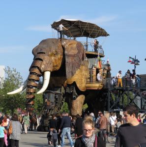 @lisegiguere - L'éléphant dans let sur lequel on  peut monter est le premier projet des Machines de l'Ile.