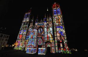 La cathédrale sous sa parue de nuit