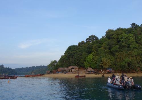 @lisegiguere - Le village illégal des Gitans de la mer dans le Parc National Marin de Lampi-Archipel Mergui, Myanmar.
