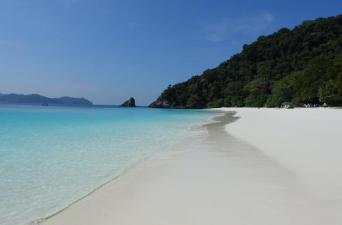 @lisegiguere - La plage paradisiaque de Shark Island sur laquelle aucun navire de croisière n'avait jamais déposé de passagers. Archipel Megui, Myanmar