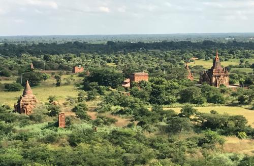@Lisegiguere - Les temples de Bagan qui datent de la période Mongole du XIe au XIIIe siècle. Il y aurait environ 3 000 de ces temples dans ce parc archéologique. Myanmar