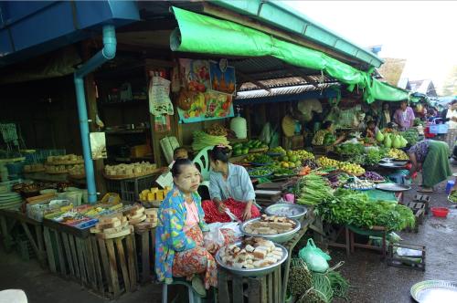 @lisegiguere - Le magnifique et très déstabilisant marché dominical de Nyaung U à Bagan. Myanmar