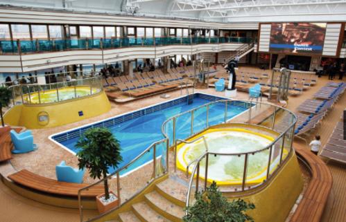 La piscine intérieure avec toit retractable
