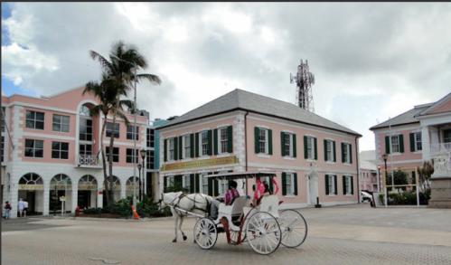 @lisegiguere - Les bâtiments coloniaux sont de couleur rose rappelant celle du flamand rose,